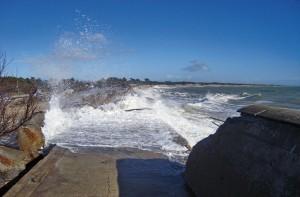La digue du Boutiilon au lendemain de Xynthia. La mission Pitié travaille sur les côtes rétaises