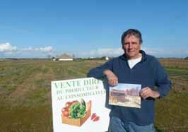 Jean-Marc Massé devant un de ses terrains, face à la salle polyvalente