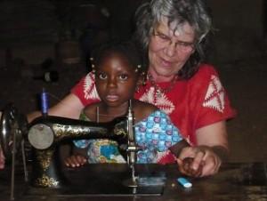 Une machine à coudre pour le Burkina