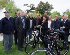 Le député devant mes vélos électriques