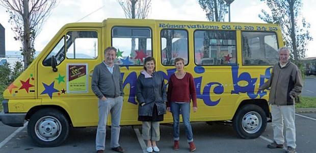 Le Magic Bus offert à l'Afrique par les Amis d'Arbollé