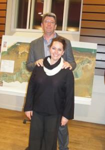Lionel Quillet et sa directrice de mairie à Loix