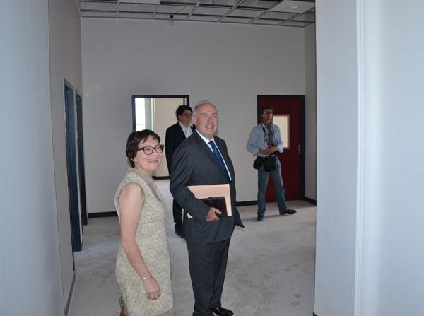 Dominique Bussereau et Corinne Imbert visitent le nouveau pôle social du conseil général avenue Aristide Briand