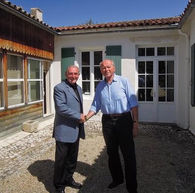 Léon Gendre (ici avec Jacques Toubon) évoque la politique de l'île de Ré et des territoires