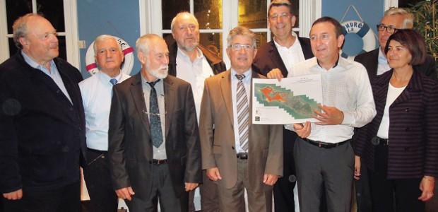 Les maires de l'île de Ré présentent leurs cartes d'aléas