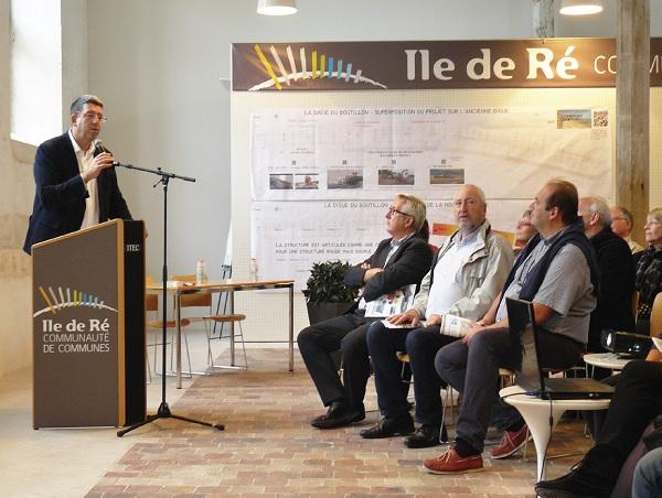 Lionel Quillet présente la défense des côtes de l'île de Ré aux élus du littoral