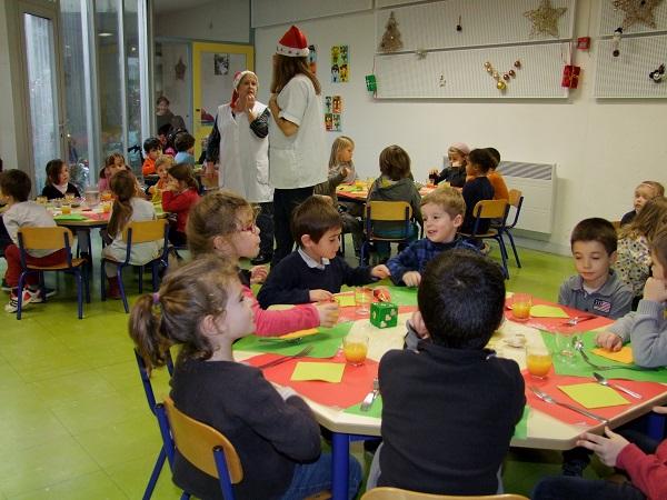 Repas de noël des enfants des écoles de Ste Marie de Ré, à la cantine