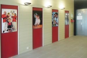 Lancement de la saison estivale 2015 au Bois-Plage : La nouvelle décoration du hall de la salle des sports a été mise en scène par île de Ré photo club.
