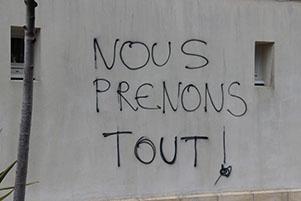 Messages violents sur les murs de St Martin (île de Ré)