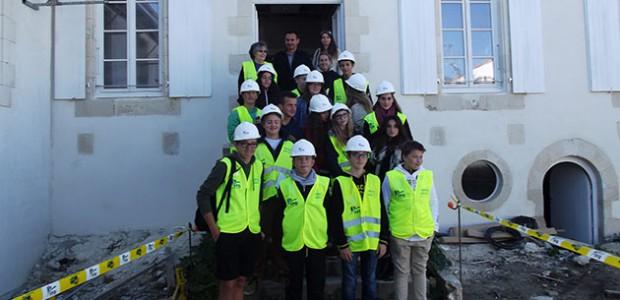Découverte du bâtiment : Les élèves du collège Les salières visitent le chantier de la mairie d'Ars en Ré