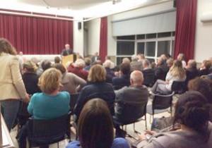 La population est venue nombreuse écouter et échanger avec le Maire des Portes