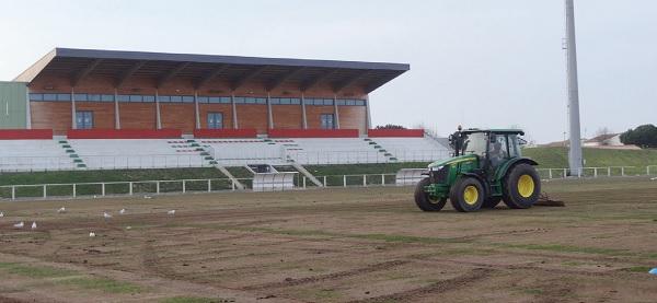 Travaux au stade Marcel Gaillard de Saint Martin de Ré pour accueillir les footballeurs espagnols