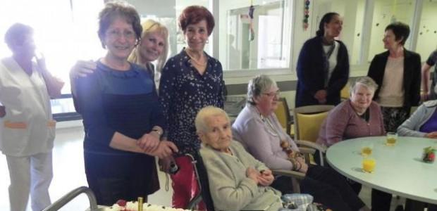Manola, une résidente de l'HEPAD de Saint Martin de Ré, fête ses 100 ans.