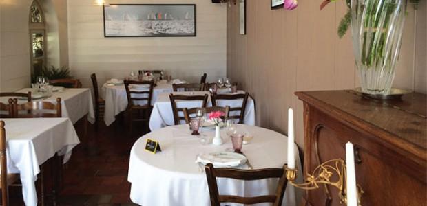 Le Chasse-Marée, restaurant traditionnel de la place des Portes (île de Ré), propose une cuisine inventive