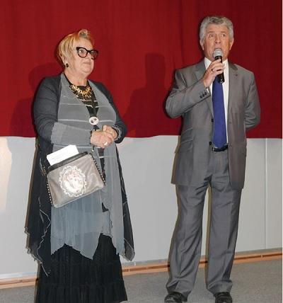 Annick Delalleau, présidente du Foyer et Jean-Pierre Gaillard, maire du Bois-Plage, lors du spectacle de danse du Foyer
