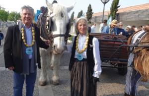 Colliers de pommes de terre pour Jean-Pierre Gaillard et Yvette Llorca (Fêt de la pomme de terre AOP du Bois-Plage 2016)