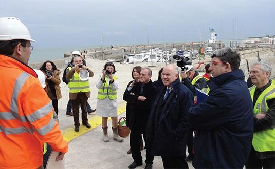 Port de La Flotte : la porte anti-submersion est en place !