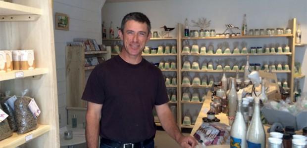 Le saunier Hervé Rocheteau a ouvert aux Portes une boutique toute simple dédiée au sel de Ré
