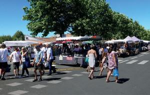 Ars-en-Ré, son port, son clocher, son marché
