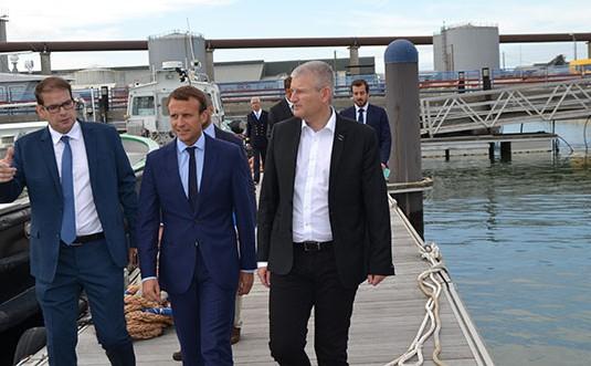 Emmanuel Macron fait sa rentrée politique au large de Sablanceaux