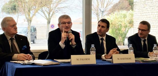 Jean-Louis Olivier, Olivier Falorni, Christophe Barthère, Jean-Jacques Enet présentent le bilan 2016 de la coopérative UniRé (vinbs et pommes de terres au Bois-Plage (île de Ré)