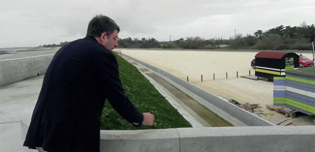 Lionel Quillet devant le parking de la digue du Boutillon : fin des aménagements en 2017