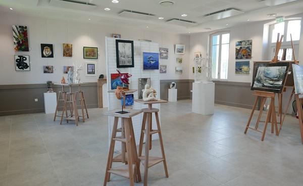 Une exposition Ile, Arts et Culture inaugure l'ancienne école de la Noue à Ste Marie, après les travaux