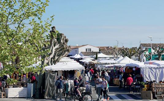 Le Bois, son marché, ses plages et ses animations