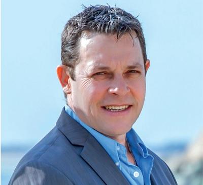 Xavier Bonneval, chef d'Entreprise sur l'île de Ré (La Pergola), est le suppléant d'Otilia Ferreira ((élections législatives 2017, LREM, majorité présidentielle)