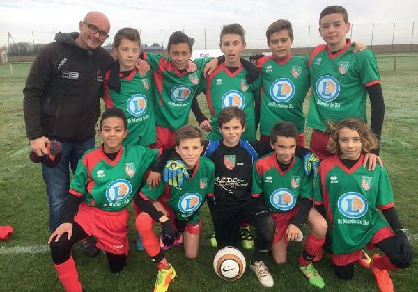 Equipe jeunes de l'ASR lors du Mémorial Bruno Tesson, tournoi de football à St Martin de Ré
