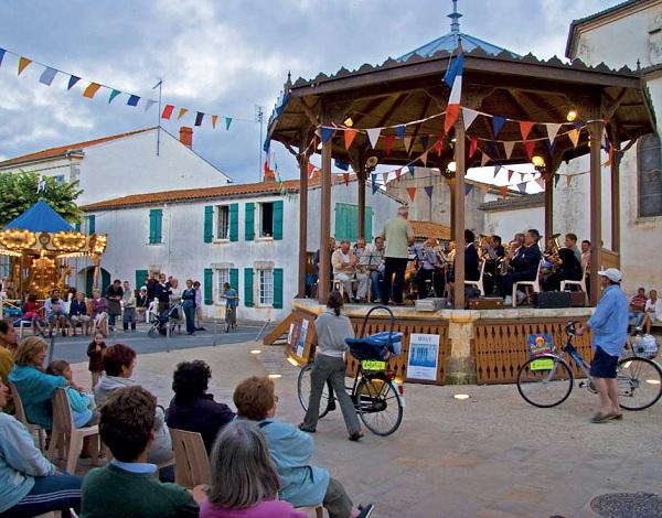 A La Couarde (île de Ré), tout est prêt pour célébrer la fête de la musique, mercredi 21 juin.