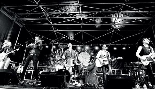 Les groupe Green Duck assure la fête de la musique au Bois-Plage sur l'île de Ré