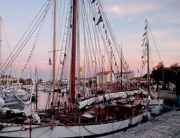 Fête du port et de la sardine 2017 : Les vieux gréements dans le port d'Ars
