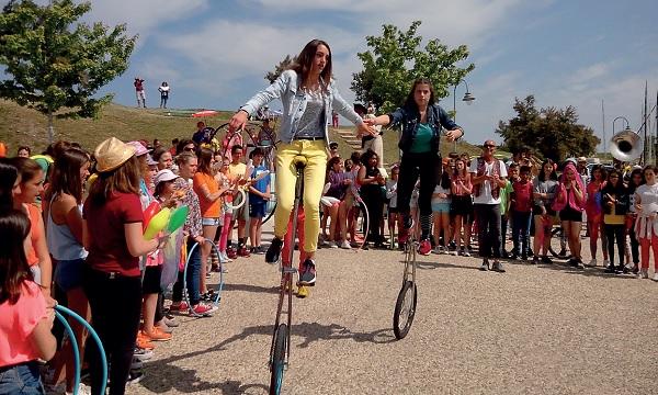 Les collegiens montrent leurs talents en arts du cirque et de la rue à St Martin