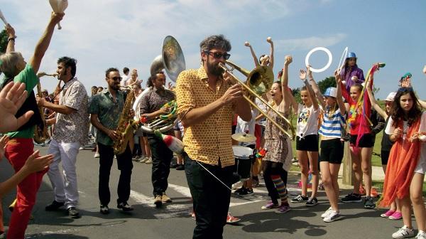 La banda Moracae Experience aux rencontres des arts de la rue et du cirque 2017 de St Martin de Ré