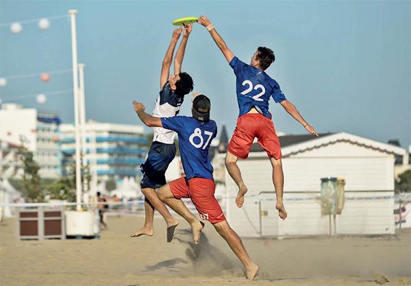 équipe de France d'ultimate frisbee avec Sacha Poitte-Sokolsky en plein match lors des championnats du Monde à Royan
