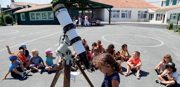 Le Rotary Club île de Ré fait découvrir l'astronomie aux plus jeunes, de jour, grâce au filtre solaire Coronado.