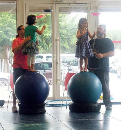 Les arts du cirque permettent aux enfants de développer la confiance en soi