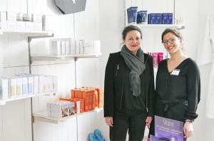 Valérie Baqué, directrice de Côté Thalasso île de Ré*** et Agathe, responsable de la nouvelle boutique (© Nathalie Vauchez)