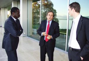 Nyon (Suisse) - Juin 2010 - UEFA Press Services. Nicolas Coûte, alors à la tête du football chez Orange Sport, à la sortie d'une réunion de négociation de droits en compagnie de Pape Diouf (ex-pdt de l'OM) et Michel Platini (président de l'UEFA, de l'époque).