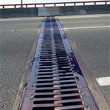 Raccord de dilatation entre deux viaducs