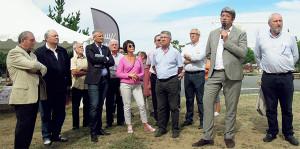 Olivier Falorni, lors de son 1er mandat de député, avec les dix maires de l'île de Ré lors de la fête des associations de septembre 2014, au Bois-Plage