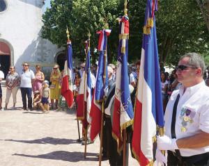 Les porte drapeaux lors de la cérémonie de commémoration