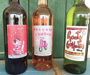 Les étiquettes réalisées pour un vin charentais distribué sur le stand de Phil sur le marché de la Flotte : route 60 huîtres, scootcoeur et picrate des caraïbes !