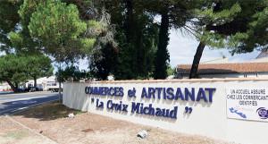 La Croix-Michaud héberge plus de 90 commerçants, artisans et prestataires. Ici, l'entrée principale, depuis la RD.