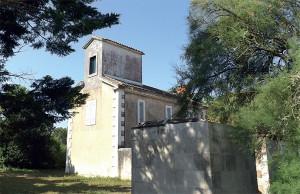 Le phare de Trousse-Chemise désaffecté depuis 2007.