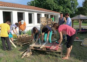 Jeudi 24 mai, le Club zéro déchet était à la Cailletière, travaillant le bois de palette.