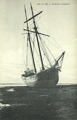 Île de Ré – Goélette échouée.