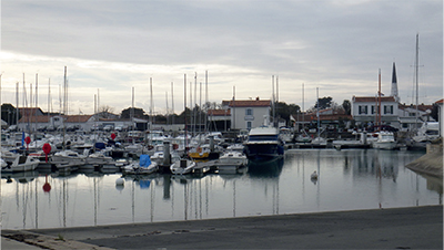Vu de la cale Blondeau, le bassin de la Pré du vieux port, appelé Port Village